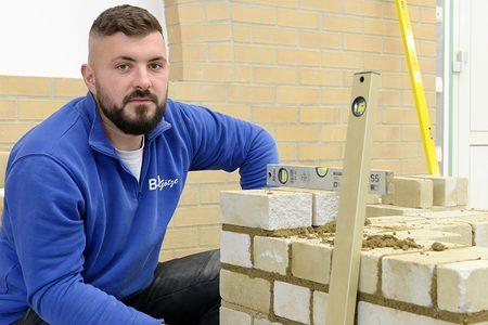 Meisterschüler Maurer Frank Götze Lehrbauhof der Handwerkskammer Cottbus